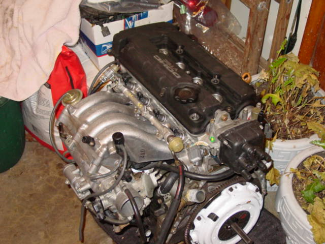 I took the time to install a new clutch (a Clutchmasters stage I) and continued assembling the engine.