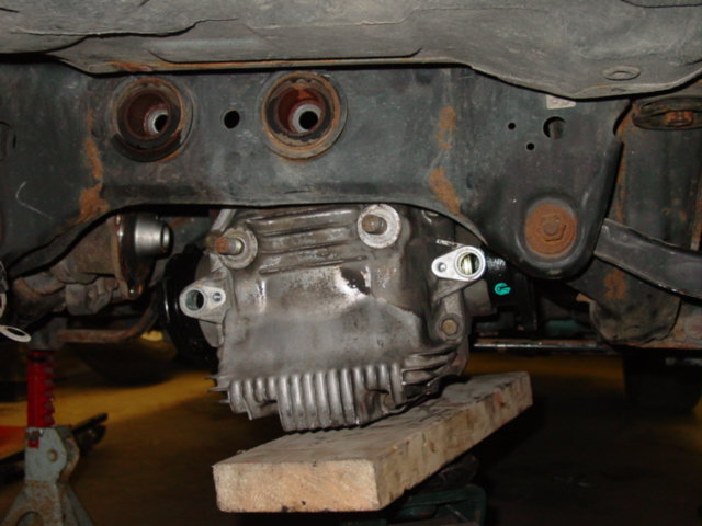 Use the same jack and piece of wood to lift the new diff into place